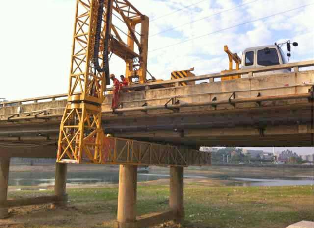 桥检车施工更换支座